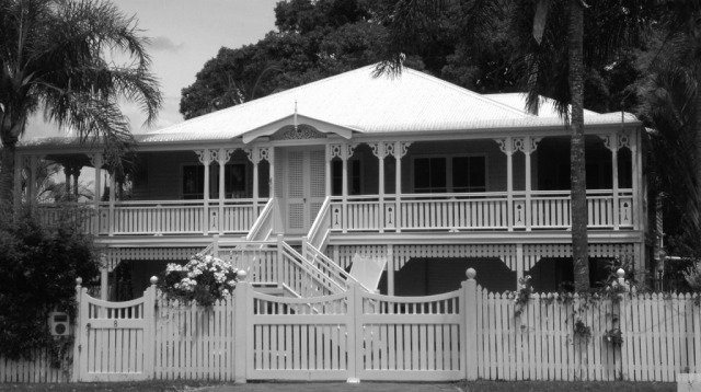 Queenslander BW